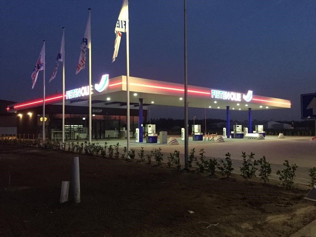 Fieten Olie Nijverdal 't Lochter is geopend! Vanaf heden kunt u hier terecht voor brandstof voor uw auto, maar ook voor uzelf!